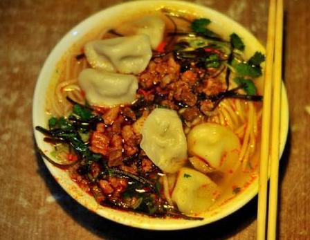 扁食冒汤,万博体育手机登录兴县特有的美味,只有在当地才吃得到