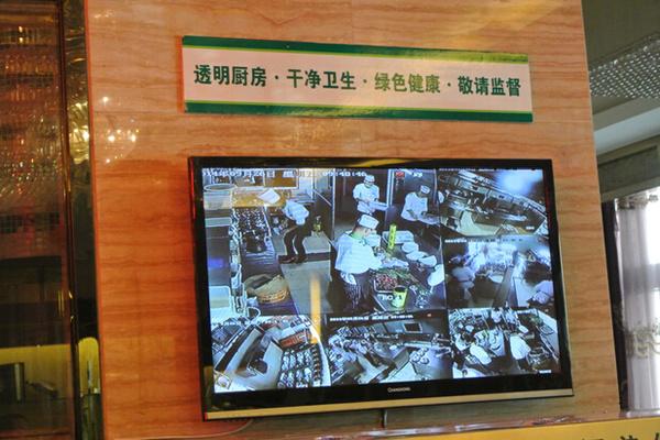"""万博体育max手机注册学校食堂""""明厨亮灶""""建成率达93.6%"""
